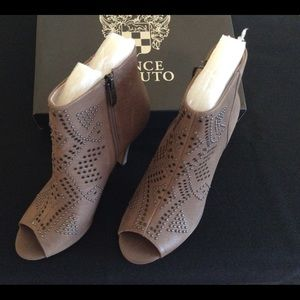 """Vince Camuto """"VC-Kanster"""" shootie."""